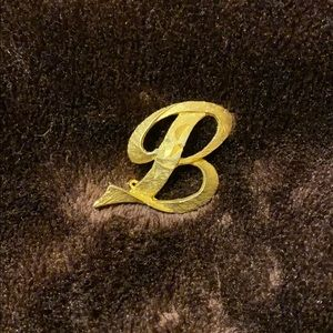 "Mamselle Vintage letter ""B"" brooch pin"